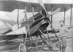 """1916 г., Първата световна война. След преследване над Искърското дефиле английският """"Армстронг FК-3"""" е принуден да кацне на българска територия и е пленен."""