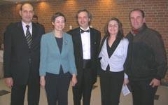 Ген. консул на Република България в Чикаго Иван Сотиров и съпругата му Наталия Сотирова, диригентът Фил Симмънс и сем. Весела и Ивелин Мянкови.
