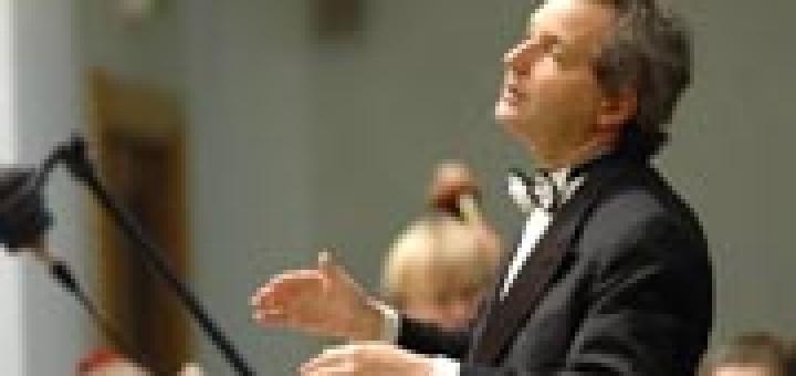 Американският диригент Фил Симмънс