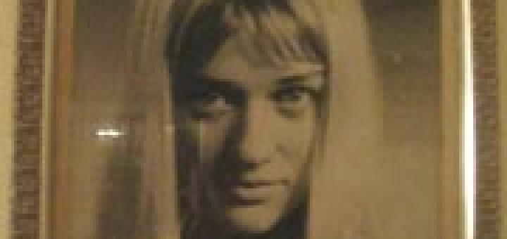 Преди години във фоайето на Младежкия театър в София стояха портретите на целия артистичен състав. Веднъж, тръгвайки за Америка, нашият голям артист Анани Явашев взима от там снимката на колежката си Лили Ботева и я донася в Калифорния!