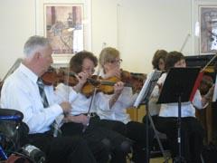 На концерт с един от оркестрите, където Лили Ботева свири на цигулка.