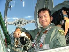 В кабината на самолета – незабравими полети в пространстрвото и в душата на пилота са стаени в това тясно, но необятно място...