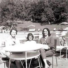 Елисавета Багряна гостува в Бразилия на семейство Русеф: Елисавета Багряна, Дилма Русеф в детските си години, нейната майка Дилма