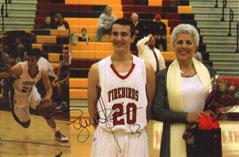 Автограф на Стив Неш върху снимката с авторката на интервюто Искра Велинова - Балчева и нейния син, баскетболист от отбора на FIREBIRDS - Phoenix, Arizona