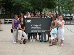 Студенти от Медицинския факултет към Илинойския университет на Чикаго