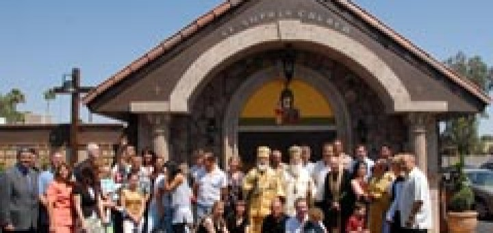 """Пред Българската православна църква """"Света София"""" във Финикс"""