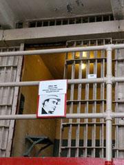 Килията на Ал Капоне с неговия портрет