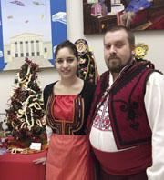 Симона и Константин край българската елха.