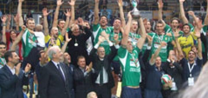 """Отборът и фенове на """"Куено"""" ликуват след победата"""