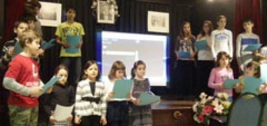 """Програма за Левски, изпънена от малките възпитаници на училището към църквата """"Свети Иван Рилски-Чудотворец"""""""