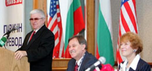 Момент от откриването на Втората световна среща на българските медии в Чикаго - 2006 година. Приветствие от Ш. Чападжиев, в присъствието на ген. директор на БТА Максим Минчев и посланик Елена Поптодорова.
