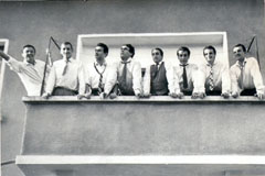 На балкона - приятелите