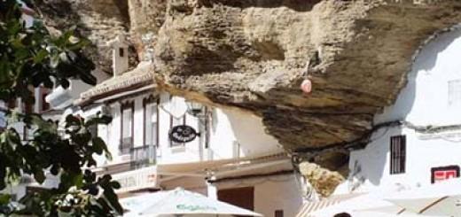Испания: Да живееш под скала!