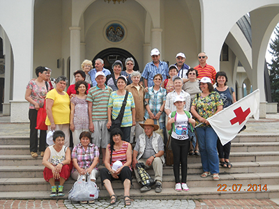 Смолян - Групата пред входа на черквата
