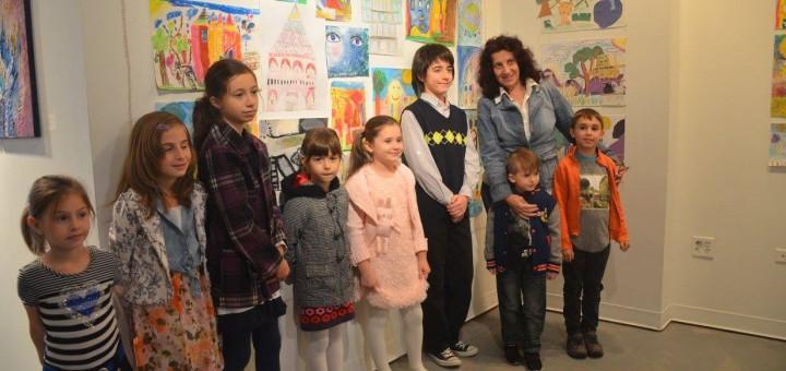ГЛАСОВЕТЕ НА ДЕЦАТА - Интерактивна изложба на учениците от българските училища в Чикаго