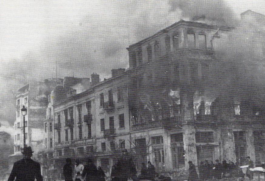 Площадът на «Света Неделя» след бомбардировката на 30 март 1944